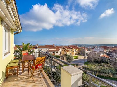 Photo for Nice apartment with WiFi, air conditioning, parking, balcony and sea view
