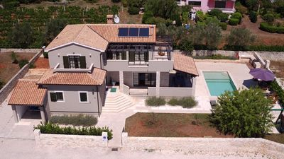 Photo for Charming villa with private pool and garden, in a quiet place ideal for Family