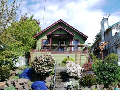 Charming craftsman cottage in great location perfect for families