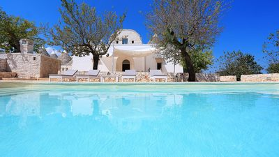 Photo for Wonderful private villa with WIFI, private pool, A/C, TV, patio, panoramic view and parking