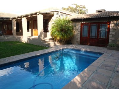 Photo for Cozy cottage in traditional style, pool, climate, near Cape Town