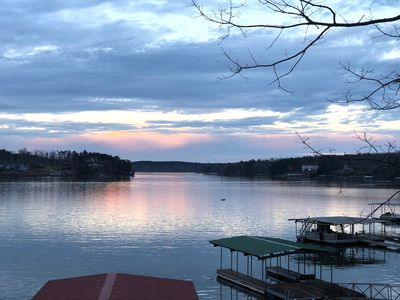 A Happy Place steps away from year round deep water on Smith Lake great location
