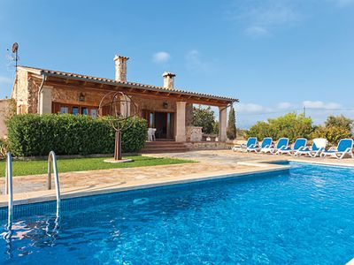 Photo for Well-equipped signature villa with pool, barbecue and Wi-Fi ideal for families