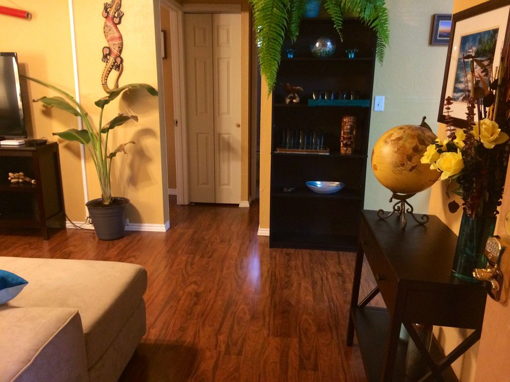2 bedroom fully equipped and all included downtown Kona --- last minute deal now