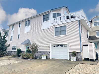 6 bedroom 4.5 bath BIG Townhouse with a peak of the Inter Coastal Waterway