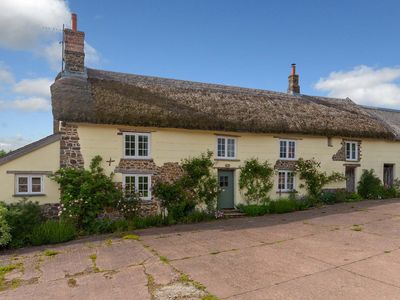 Photo for Dog and family friendly 3 bedroom farmhouse set in stunning Devon countryside