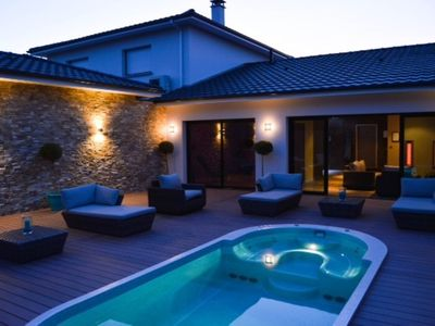 Photo for Villa heated pool 10 minutes from Bordeaux to the green, quiet group ideal
