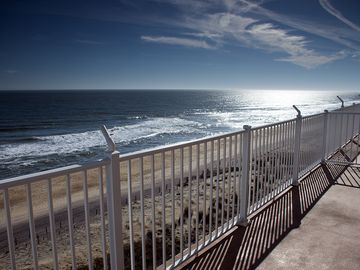 Double Balcony w/ Gr8 Views - Renovated Oceanfront Condo - Wi-Fi & Pool!