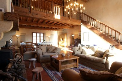 Maison d'Artistes - Armchairs/sofa and oak dining table in the Grande Salle