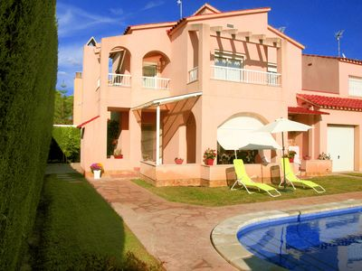 Photo for SPECIAL OFFER! Beautiful house with pool and private barbecue, at 1400m of beach.