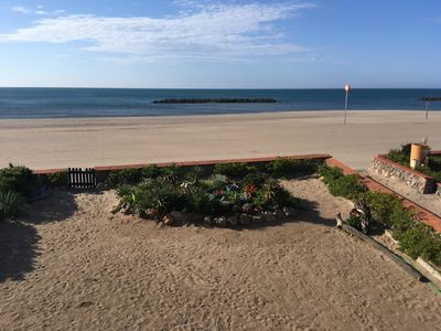 Photo for Apartment sea view and direct access to the beach, air conditioned. Capacity 5 people. Ref. 2911
