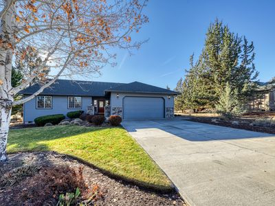 Light & bright family home w/ shared hot tub, pool & more!