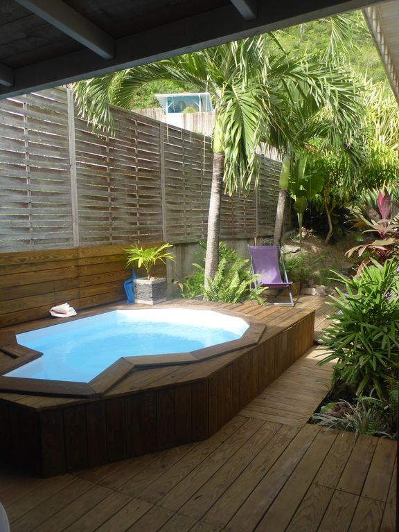 Charming wooden bungalow 100m from the beach with its for Bungalow avec piscine martinique