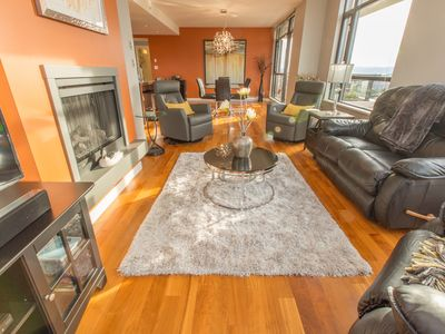 Photo for Luxury 15th Floor Spacious (1400 sq ft) Condo with Inner Harbour Views