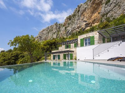 Photo for This 3-bedroom villa for up to 8 guests is located in Makarska and has a private swimming pool, air-