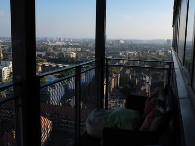 Photo for Central A* E1 apartment on 18th floor with amazing view. 1 min to tube. Sleeps 6