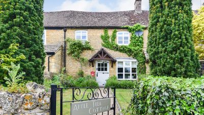 Photo for Appletree Cottage, Bourton-on-the-Water,  Cotswolds