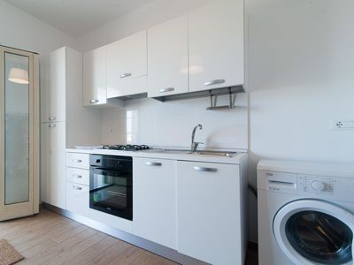 Photo for Lovely apartment for 5 people with A/C, TV, pets allowed and parking