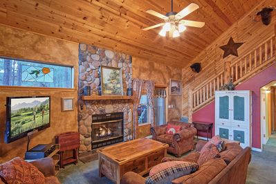 High Def TV, Cable, Fireplace, Surrounded by wood