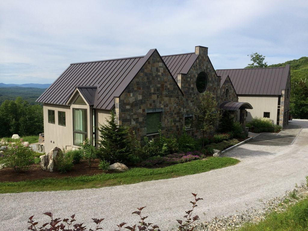18 hollow view winhall vt large contemporary vt new home for Big modern house tour