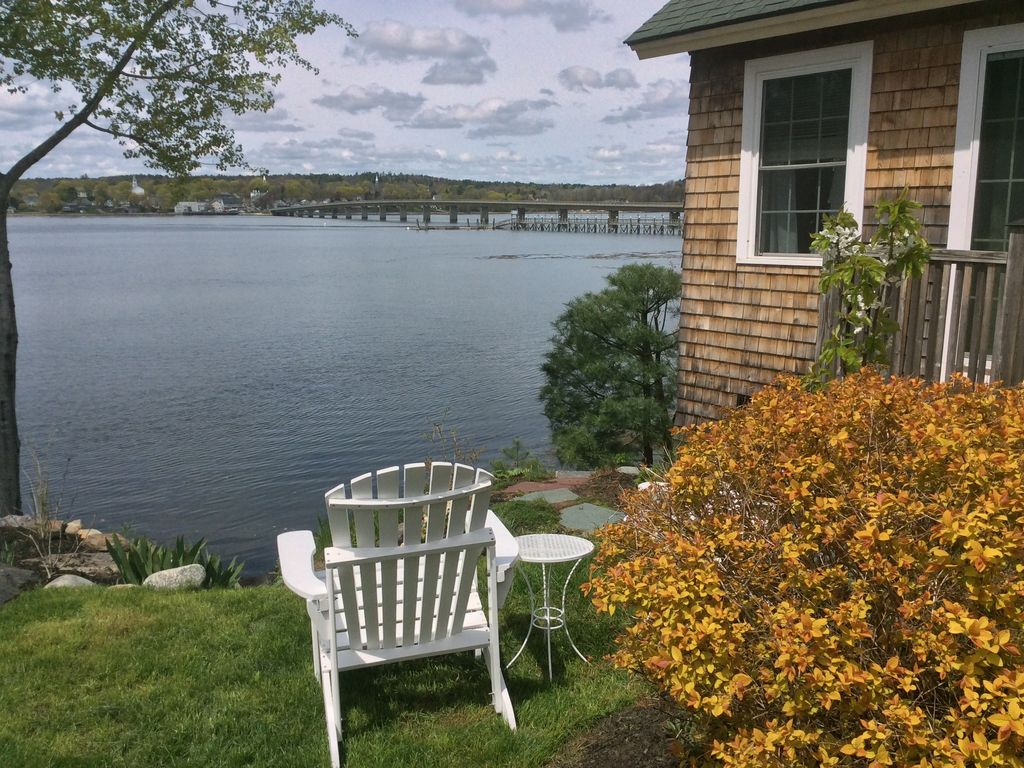 Cozy waterfront cottage in mid coast maine north edgecomb for Waterfront cottage