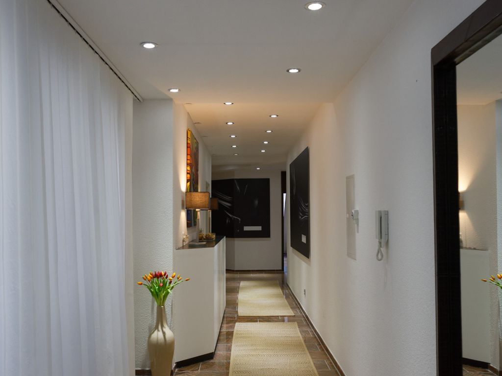 Large luxury apartment centrally located 5 rooms 146 sqm