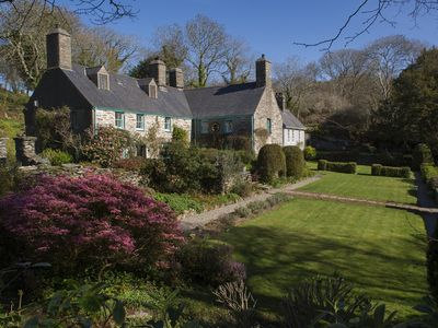 Photo for 14th Century 7 Bed Luxurious 5 Star Graded Manor House On Private Leafy Estate