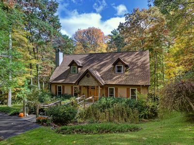 Photo for Peaceful Highlands Retreat, 8 Min to Main St., Nestled on 3 Wooded Acres