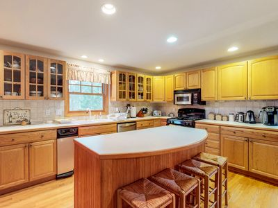 Photo for Family friendly home w/ ocean views, pool table, full kitchen, & gas fireplace