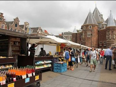 NEWMARKET/DAMSQUARE/FLOWER MARKET-THE PLACE TO BE!