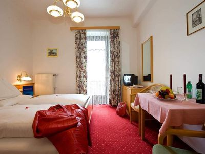 "Photo for Double room ""Type B"" with bath / shower, WC, balcony - Winkler, spa and sports hotel"