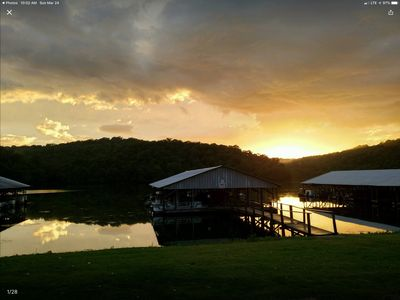 Photo for Lakefront Cabin on Lake Taneycomo
