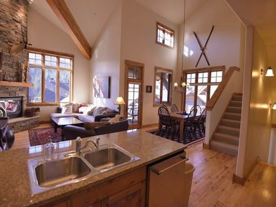 Photo for Deluxe Condo Minutes from Lifts. 5th night free! Alpenglow 34A