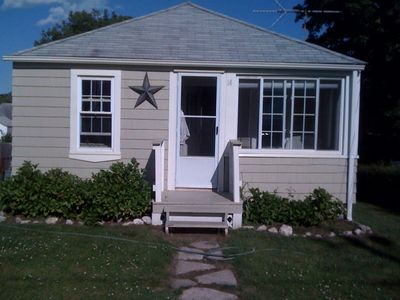 Photo for 2BR Cottage Vacation Rental in Narragansett Avenue, Rhode Island