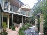 This was a really comfortable & beautiful place to stay, the bush setting so gorgeous & still so clo