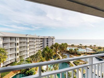 Photo for Fifth-floor oceanview condo with shared pool and hot tub!