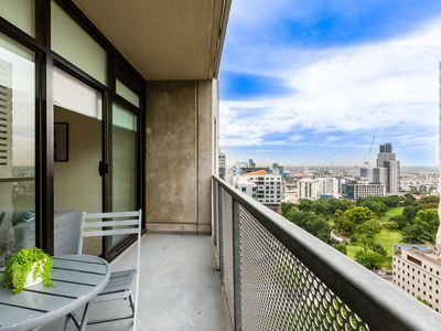 Photo for Spacious 2Bed 1Bath apartment close to Queen Vic Market