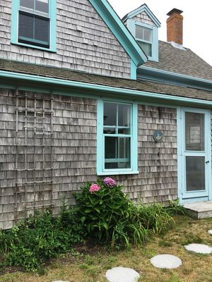 CHARMING CHATHAM COTTAGE WITH RIGHT OF WAY TO OYSTER RIVER!