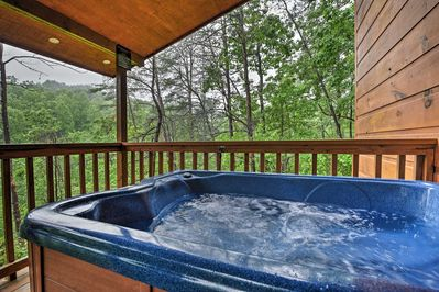 The cabin features a private hot tub, from where you can soak in the scenery.