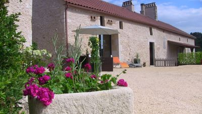 Photo for Gite 4 * AIR CONDITIONED with JACUZZI - Wifi - Bikes - Sheets between PERIGORD and QUERCY
