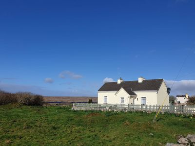 Photo for Hazelwood Cottage - sleeps 6 guests  in 3 bedrooms