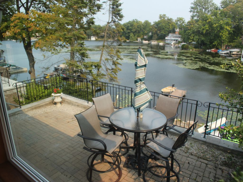 Brocks Lake Orion Getaway