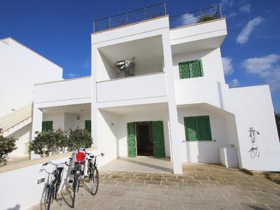 Photo for 2 bedroom Villa, sleeps 5 in Marina di Pescoluse with Air Con