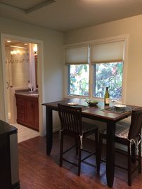 Private Apartment Nestled In Tree-lined Menlo Park Property. Wireless, Direct TV