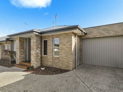 Photo for Central Torquay - Modern Two Bedroom