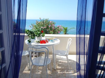 Photo for Independent apartment by the sea, terrace, garden, seaview, WiFi, aircon, 5 pers