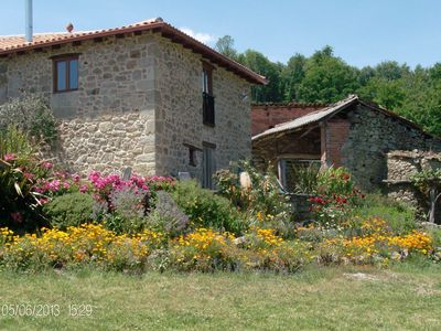 Photo for Beautiful, quiet country house with garden in the middle of the Ribeira Sacra