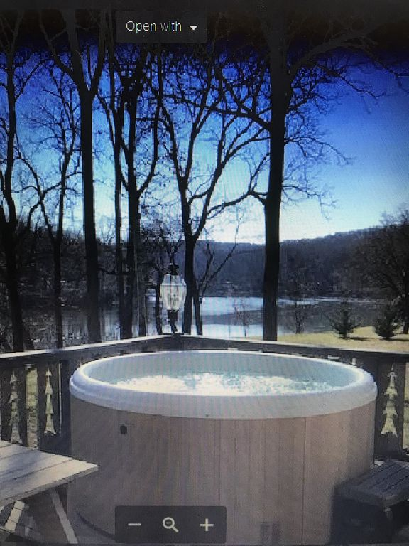 Eagle Landing On The Shenandoah River With New Hot Tub On