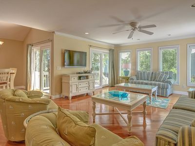 Photo for 109 Oceanwood-Fully Renovated w/ Community Oceanfront Pool & Kiddy Pool.