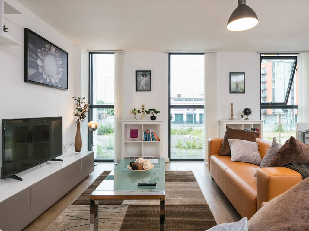 Modern and Spacious City Center Apartment - Sleeps 6